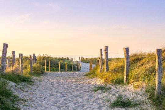 Sonnenuntergang Weg zum Meer, Ostssee