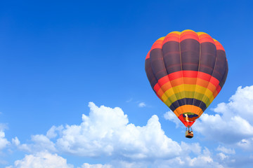 Poster de jardin Montgolfière / Dirigeable Colorful Hot Air Balloons in Flight over blue sky