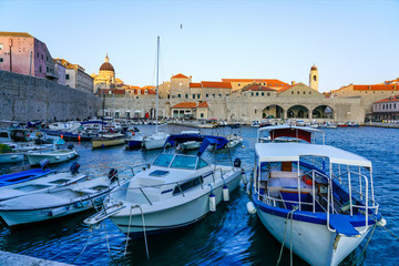 Fotobehang Oude gebouw Boats in Dubrovnik