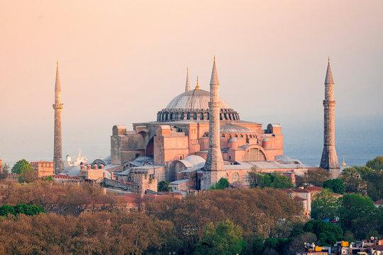 Hagia Sofia (Aya Sophia) mosque at sunset, Istanbul, Turkey