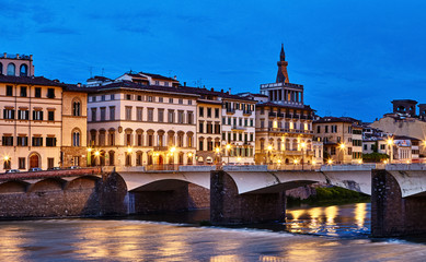 Fototapete - Panorama view to ancient bridge at river Arno in Florence old town, famous touristic place of Tuscany region, Italy.
