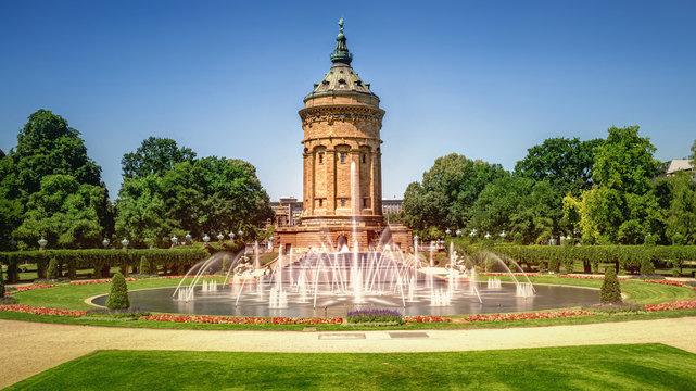 Mannheim Wasserturm und Wasserturmanlage mit Brunnen