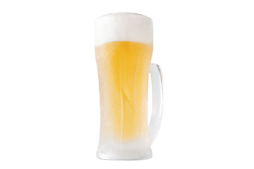 ジョッキに注がれたビールの切り抜きイメージ(あおり)