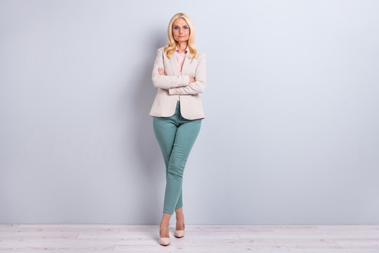 Full length body size view portrait of her she nice-looking attractive pretty charming stylish content gray-haired lady executive manager folded arms crossed legs over light white gray background