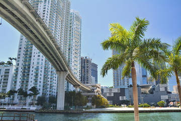 Miami bridge over the river in Brickell. Fototapete