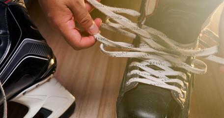 Pro Ice hockey, He shoe stringer in the athlete's dressing room