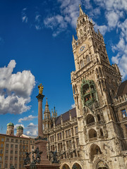 Das Neue Rathaus am Marienplatz in München glockenspiel