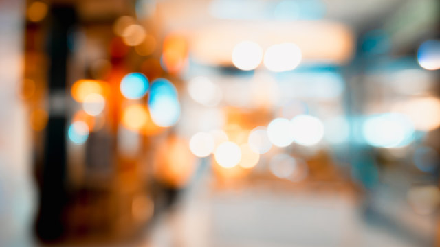 Blurred image of interior in shopping mall.
