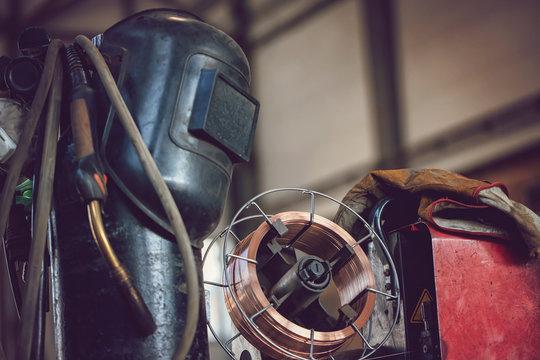 Semi-automatic welding machine complete with copper wire coil