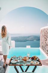 Foto auf Acrylglas Santorini Breakfast time in Santorini in hotel