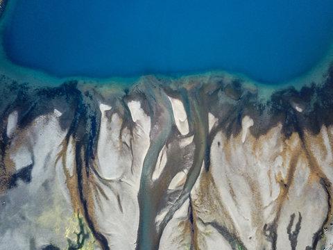 Vue vertical rivière lac en Islande
