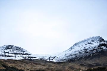 Montagne enneigé en Islande