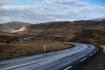 Route en Islande en Zigzag