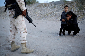 A Picture and its Story: Guatemalan mother begs soldier to let her enter U.S.