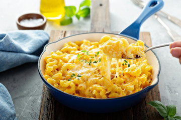 Baked mac and cheese in a cast iron pan