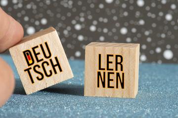 Holzwürfeln und Worte Deutsch Lernen