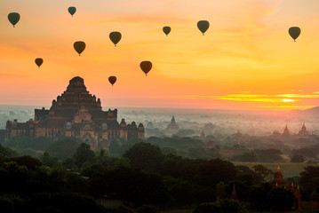Fotobehang Oranje eclat Ancient temple and hot air balloon fly over sky in Bagan after sunrise