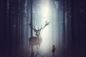 Kleines KInd steht vor einem großen Hirsch im Wald Wall mural