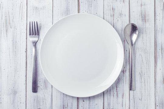 お皿とフォークとスプーン