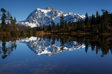Picture Lake and Mount Shuksan in the Northern Cascades, Cascade Range, Rockport, Washington, United States, North America
