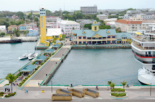 Returning cruise ship passengers after a visit to Nassau in the Bahamas