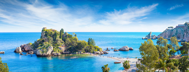 Poster de jardin Europe Méditérranéenne Panoramic view of Isola Bella, small island near Taormina, Sicily, Italy.