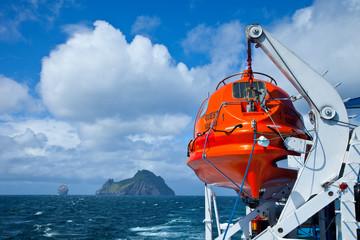 Islas Stac Lee y Boreray.  Barco M.V. Quest. Archipielago St. Kilda. Outer Hebrides. Scotland, UK
