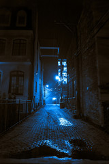 Fototapete - Dark and scary vintage cobblestone brick city alley at night in Chicago