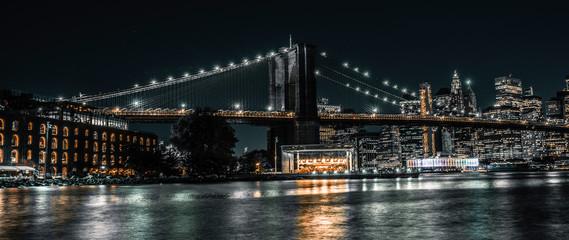 Spoed Foto op Canvas New York City Brooklyn Bridge, Jane's Carousel, Warehouse long exposure evening shot