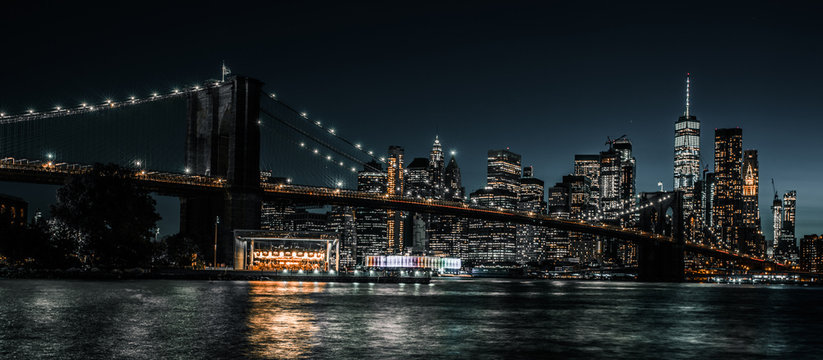 Brooklyn Bridge and Jane's Carousel with views of downtown Manhattan
