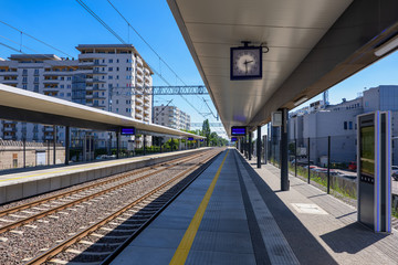 Train Station in the City Fotomurales