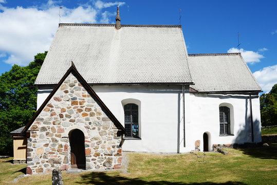 Die alte Kirche von Alnö in Schweden