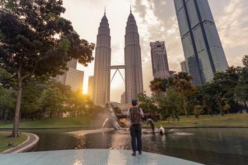 Foto auf Acrylglas Kuala Lumpur A man backpacker is traveling and sightseeing Landmark twin tower of Kuala Lumpur, Malaysia.