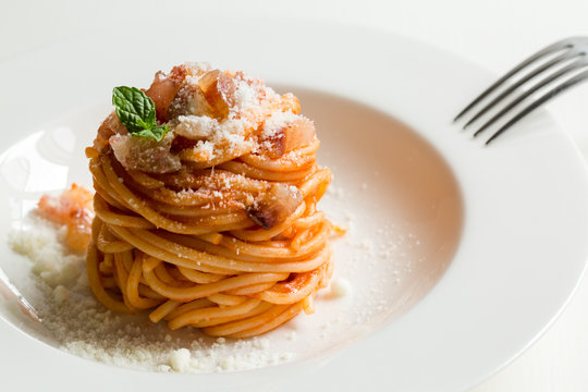 Homemade Amatriciana - Italian pasta based on guanciale (cured pork cheek), pecorino cheese, tomato, white wine, olive oil. Cucina romana tradizionale. Original recipe fixed by Comune di Amatrice.