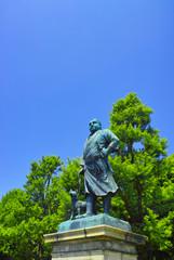 新緑の東京都上野公園、西郷隆盛像