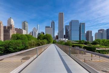 Foto op Aluminium Los Angeles Chicago City skyline and Millennium Park at sunny summer day, Nichols Bridge-way, Chicago, Illinois, USA