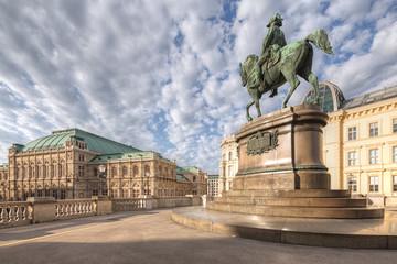 Fototapete - Vienna State Opera and equestrian statue of Archduke Albrecht, Duke of Teschen, Vienna, Austria