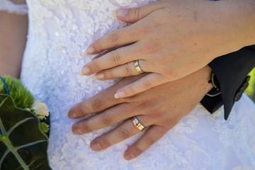 Détails des marié durant les photos de couple