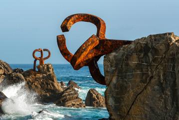 Fototapeta premium The Comb of the Wind w Donostii-San Sebastian, Hiszpania
