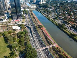 Vista aérea da marginal Pinheiros em São Paulo, Brasil