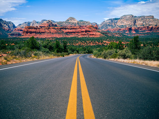 Autocollant pour porte Arizona Driving in Sedona, Arizona towards Mescal Mountain
