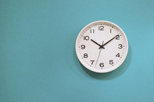 シンプルな壁時計