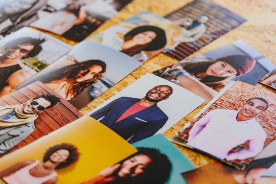 Prints with several people portraits