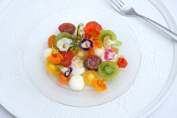 カラフルトマトのカプレーゼ~エディブルフラワー