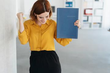 Exultant young woman celebrating getting a job Fototapete