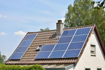 Solaranlage auf kleinem Hausdach