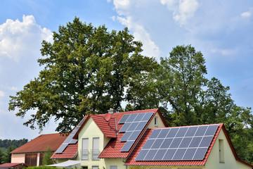 Wohnhaus mit Solaranlage