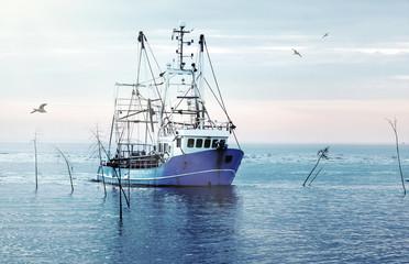 Kutter zurück vom Krabbenfang, Küstenfischerei und Krabbenfang,  Idylle an der Nordseeküste