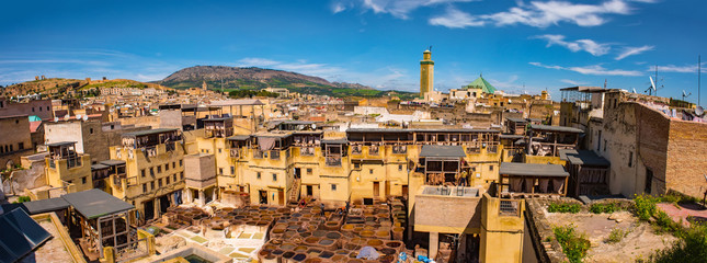 Photo sur Plexiglas Maroc Fes, Morocco. Old town panorama,tanneries and tanks with color paint for leather. Morocco Africa