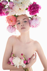 Papiers peints womenART Young beautiful woman with bouquet of roses. Professional art makeup.
